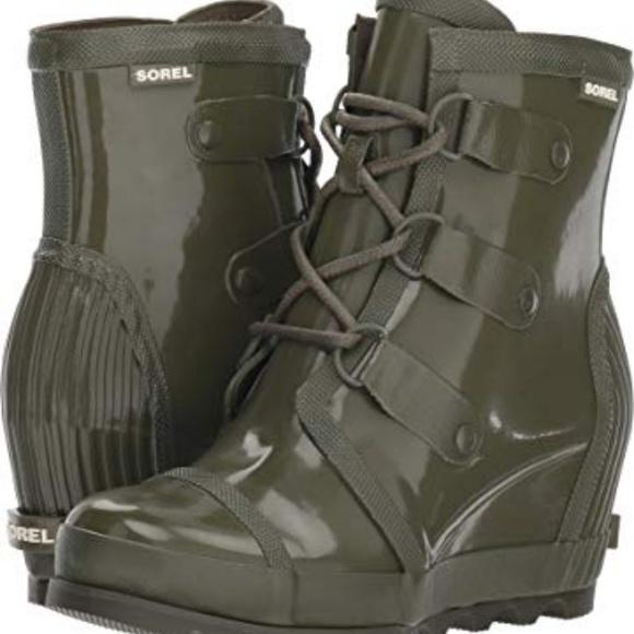 bec84036ca57 NEW SOREL JOAN RAIN WEDGE GLOSS BOOT Olive Green